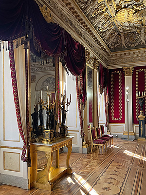 Picture: Console table in the Throne Hall